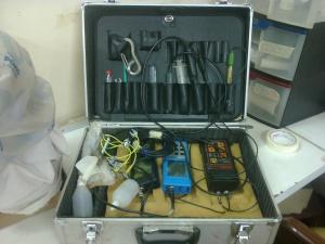 Maletín con sensores utilizados para la toma de datos ambientales